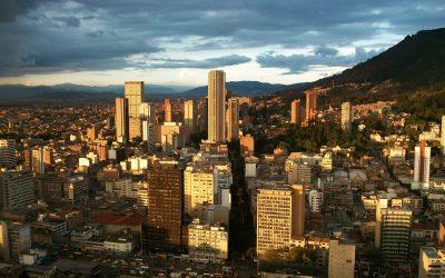"En Bogotá, sin salida. Un comentario sobre la primera novela de Andrés Felipe Solano ""Sálvame, Joe Louis"" (2007)."