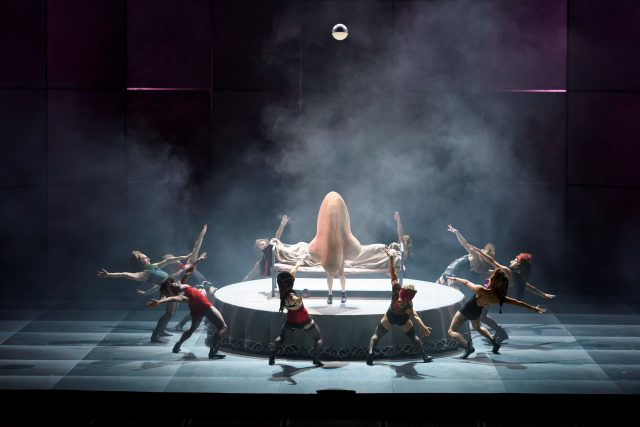 the_nose_0041-the-nose-at-royal-opera-house-roh-photo-by-bill-cooper