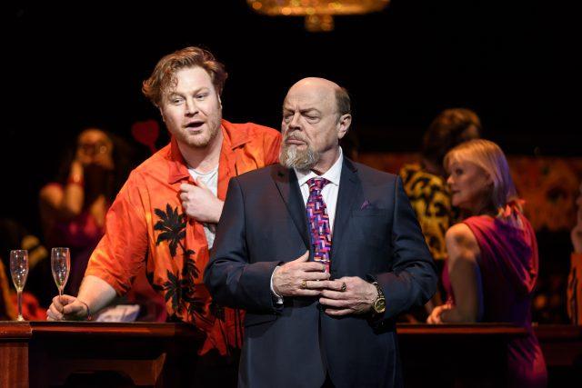 Manon Lescaut en la Royal Opera House. Acto primero: Levente Molnár y Eric Halfvarson.