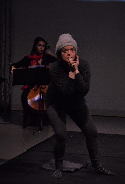 Lena (María Alonso) en acción. Foto: La Lira de Siete Cuerdas.