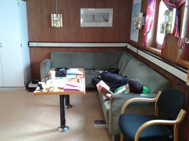 Foto 3: Detalle de los sofás del barco (Foto sacada por Melania Dre en Marzo del 2014 en otra expedición en el Helmer Hanssen).