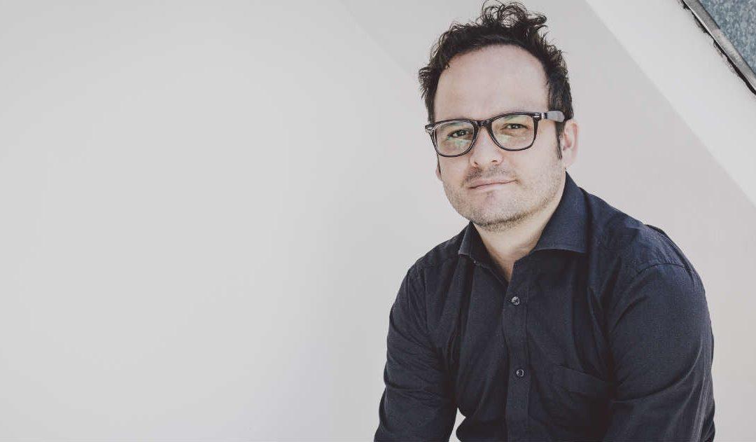 """Pasionarias, tragedias y el paraíso. Sobre la última novela de Juan Sebastián Cárdenas """"El diablo de las provincias"""""""